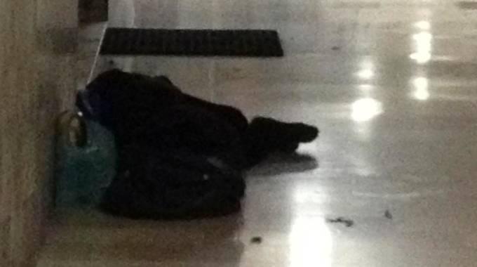 "Galleria Umberto, donna senzatetto seviziata da una baby gang: ""Aiutatemi"""