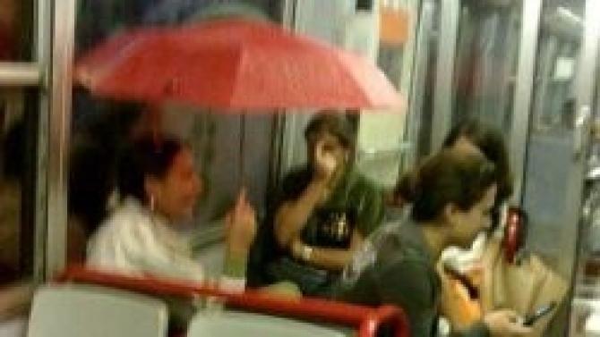 Strade allagate, traffico e pioggia nei treni della Circumvesuviana: odissea maltempo nell'hinterland napoletano