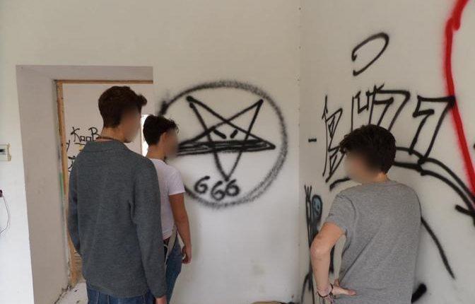 Messe nere e riti satanici: profanata la chiesa dell'ospedale a Torre del Greco