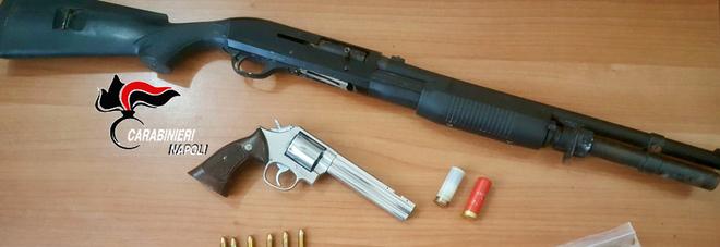 Maxi blitz dei carabinieri a Forcella e Secondigliano:sequestrati pistole, fucili e droga