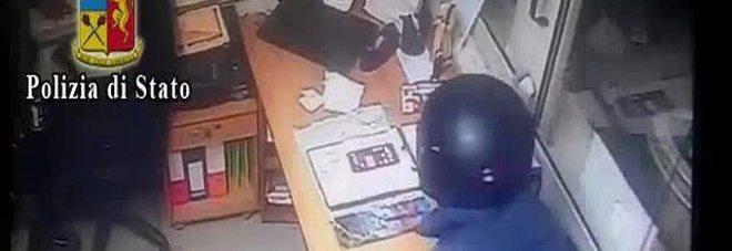 Picchiano e rapinano un benzinaio nel Napoletano: Alessandro Conte e Marco Bonaiutotraditi dalle telecamere