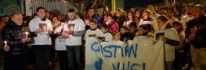 Muore a 3 anni, fiaccolata per Cristian. Due inchieste aperte, dall'autopsia verità su decesso bimbo