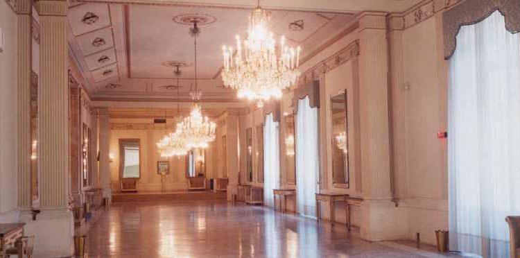 Convivio Mediterraneo:un pranzo di Natale per i meno fortunati nel foyer del Teatro di San Carlo
