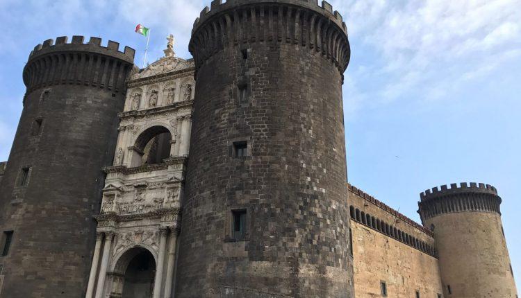 """Feste aragonesi"""": percorsi di storia, archeologia ed esoterismo al Maschio Angioino"""