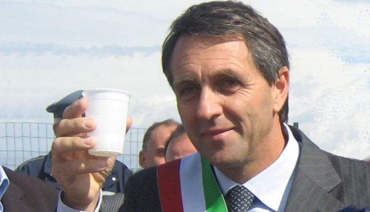 TRA PASSATO E PRESENTE – Si inaugura stasera il rinato circolo Pd a San Sebastiano: ospite anche il controverso ex sindaco Pino Capasso