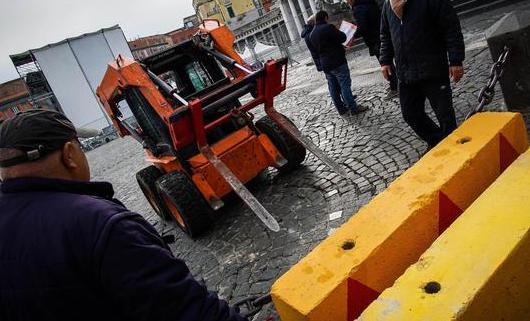 A Napoli barriere antiterrorismo:misure di sicurezza in vista concerto con oltre 100 cantanti
