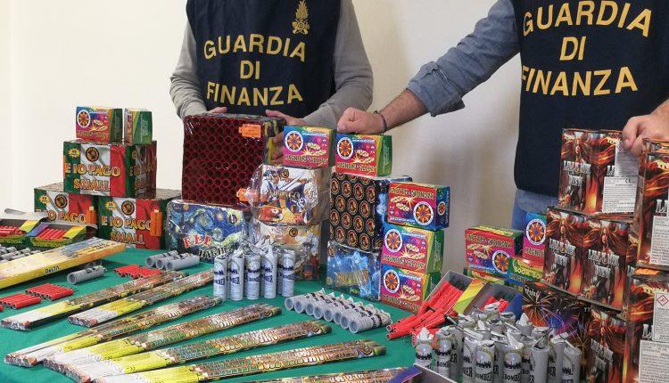 I BOTTI ILLEGALI – Sequestrate oltre 2,6 tonnellate fuochi d'artificio in provincia di Napoli, oltre 100 chili in pieno centro a San Gennaro Vesuviano