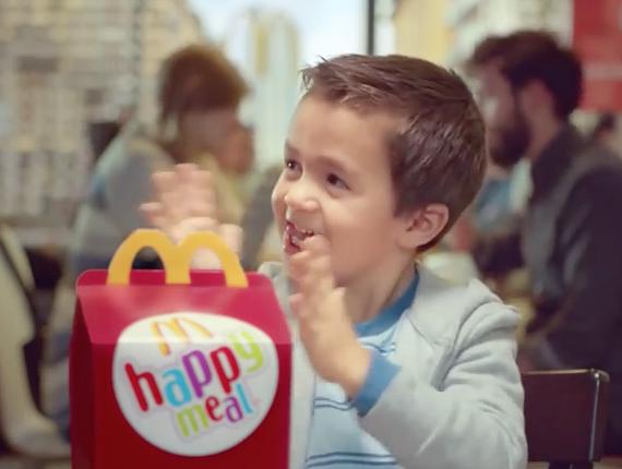 McDonald's: apre stasera il ristorante di Pomigliano d'Arco: nel nuovo locale lavoreranno 30 persone