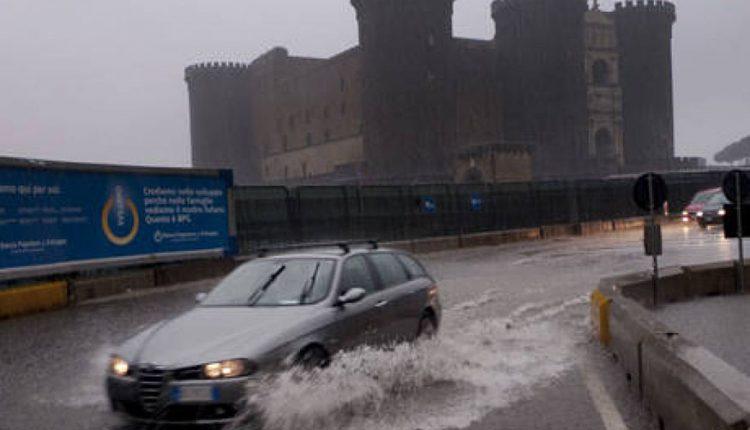 Allerta meteo in tutta la Campania, piogge forti e venti soprattutto nel vesuviano