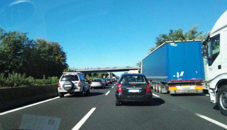 Schianto tra quattro auto sulla A1 in direzione Napoli: un morto