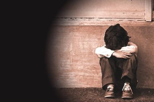 Botte alla moglie, calcio in pancia al figlio di otto anni: 38enne arrestato