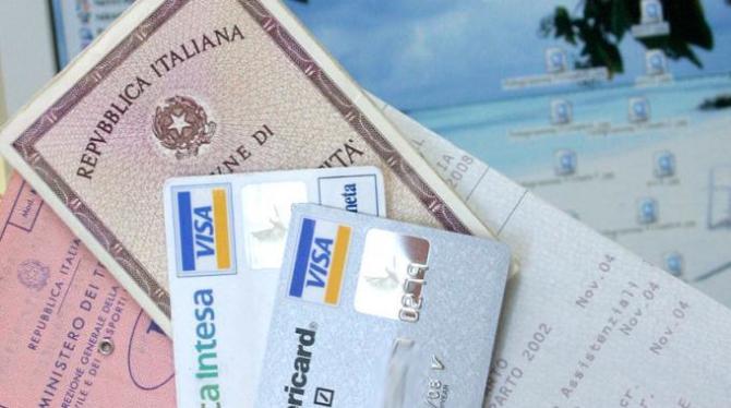 Documenti falsi per far concedere mutui e finanziamenti: due arresti in Campania