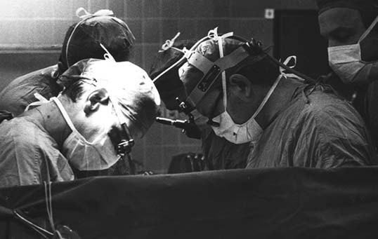 30 anni dal primo trapianto di cuore, lunedì 15 gennaio il convegno all'Ospedale Monaldi