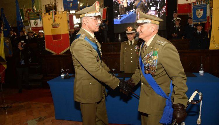 ESERCITO: cambio al vertice del COMFOPSUD, Il Generale di Corpo d'Armata Luigi Francesco De Leverano lascia la guida del Comando Forze Operative Sud al parigrado Rosario Castellano.