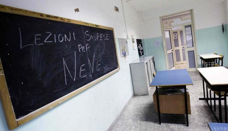 SoS maltempo: giù temperature e nevicate.Stop alla strada verso il Vesuvio. chiusura delle scuole in molti comuni dell'hinterland