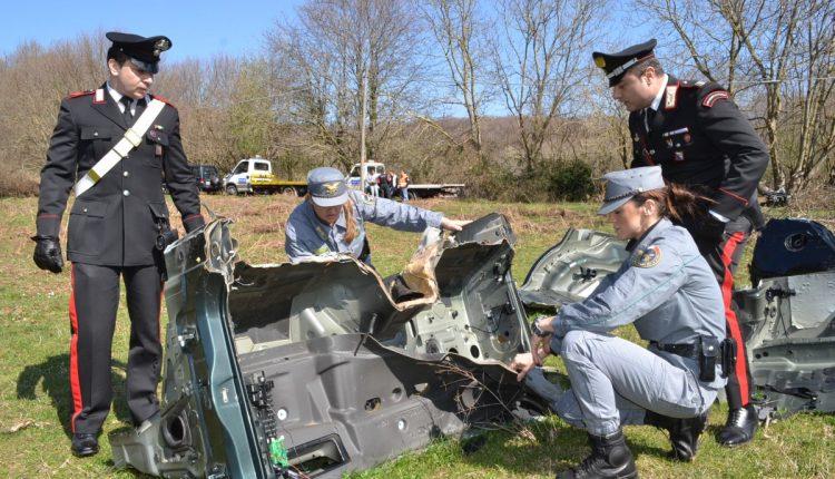 Furti e riciclaggio di auto, 15 arresti a Napoli e Provincia