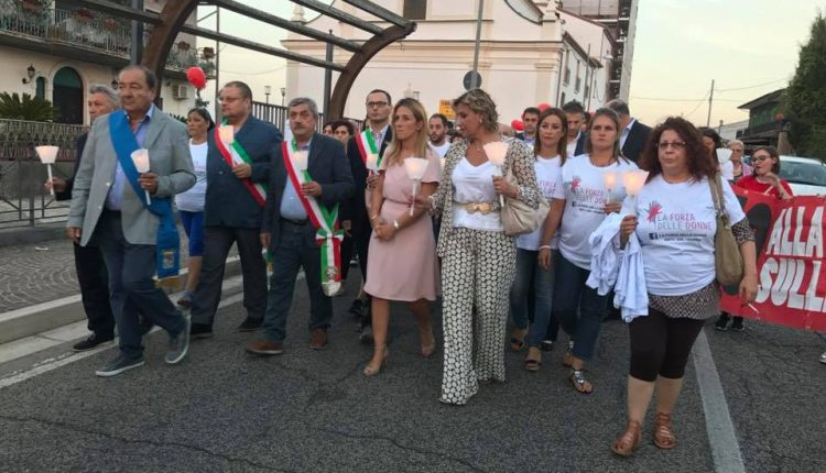 """VERSO IL VOTO DI MARZO / Elisa Russo: """"Porto con me una valigia targata Vesuvio. Dentro ci sono i sogni e le aspirazioni di una donna in prima linea per gli altri"""""""