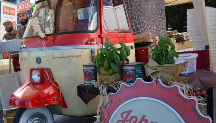 Street food, arriva il brevetto dell'Apecar con forno a legna: è napoletano  L'invenzione industriale è stata assegnata all'imprenditore Giovanni Kahn della Corte titolare del brand Johnny Take Uè