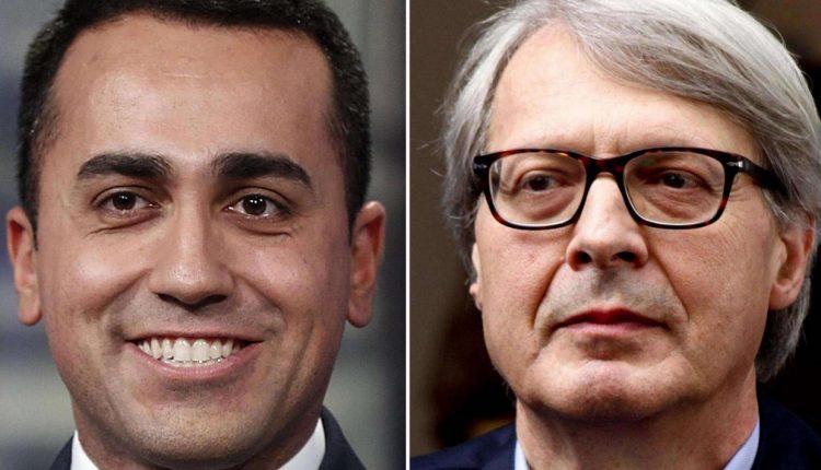 """VERSO IL VOTO – Vittorio Sgarbi accusa Di Maio e domani a Pomigliano d'Arco figlerà la """"pace"""" tra il sindaco Russo e l'ex assessora Leonida Colombrino"""