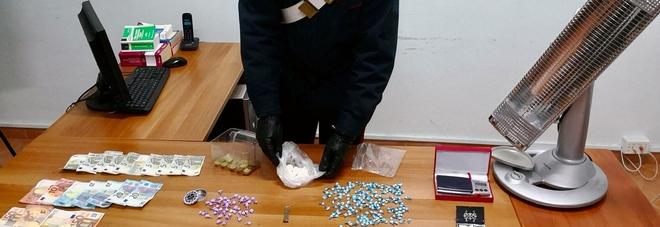 Nella stufetta pietre di crack e 300 dosi di cocaina e hashish: arrestata una 35enne di Pomigliano