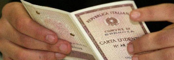 Furto di carte d'identità in bianco nel Napoletano: 4 misure cautelari