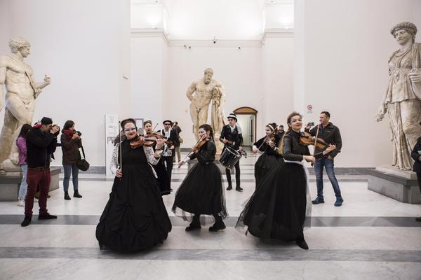 Museo al Museo, per il Mann 8 giorni di eventi:street band itinerante nel centro di Napoli