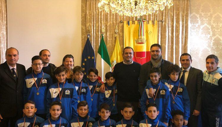 UNIVERSAL YOUTH CUP:ASD MICRI unica squadra napoletana al torneo  I giovani calciatori incontrano il sindaco di Napoli De Magistris e l'Ass. Clemente