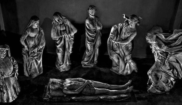 Cristo velato, la mostra di Migliori:fino al 2 maggio opere del fotografo bolognese a lume di candela