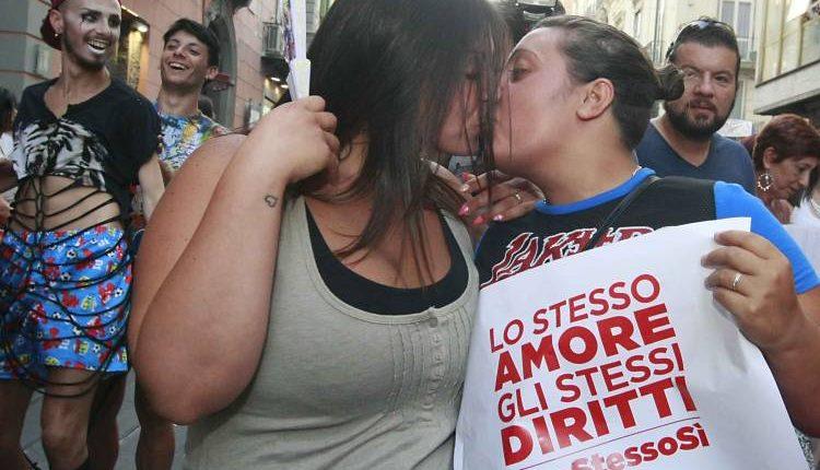GayPride a Pompei: ok della prefettura al percorso cittadino del corteo arcobaleno