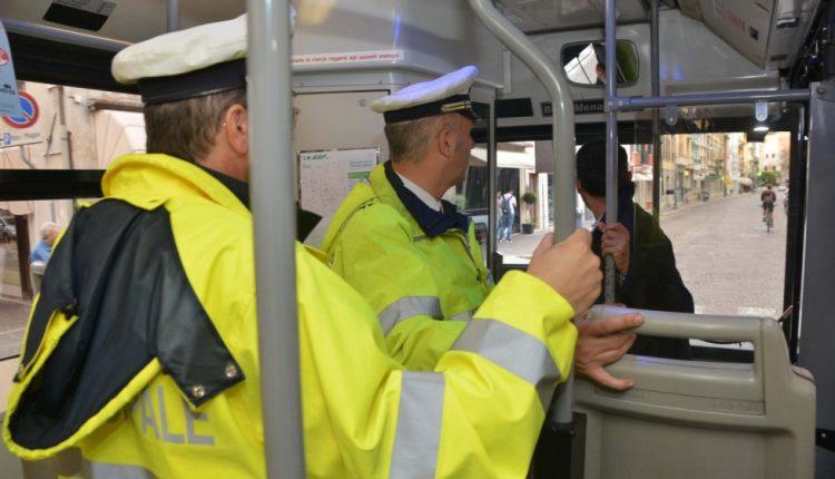 Bus scolastici senza revisione: Campania maglia nera d'Italia