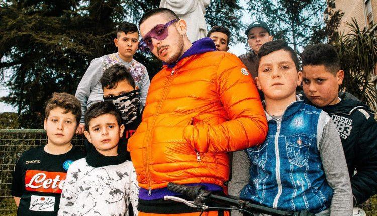 """I MILLECIRODINAPOLINEL NUOVO SINGOLO DIENZODONG  Il rapper napoletano : """"Racconto i bambini delle periferie, abbandonati dalla società e dai genito"""