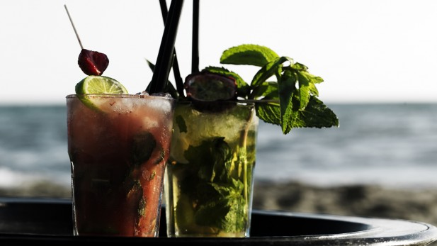 1 maggio: aperitivi sulla spiaggia in occasione della Festa dei Lavoratori. Brunch posticipati e scarsa sicurezza