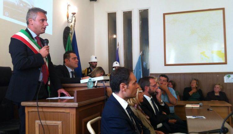 VERSO IL VOTO A OTTAVIANO – Il sindaco torna sui suoi passi e si ricandida. Sarà ancora sfida con Andrea Nocerino, intanto cambiano i vertici di Forza Italia in città