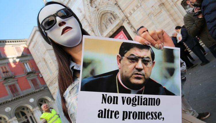 """Preti pedofili, l'appello della Curia di Napoli: """"Avviate tutte le indagini, chi sa parli"""""""