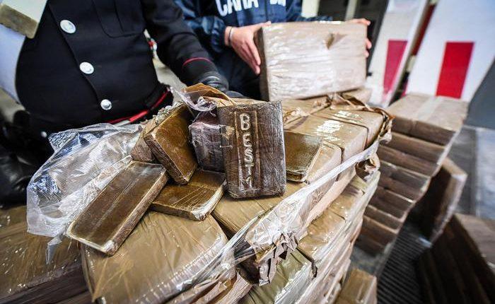 Scacco ai narcos del Vesuviano: sgominato il clan delle donne, 24 arresti