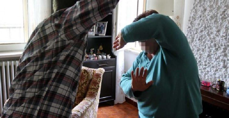 Picchia la mamma ripetutamente, arrestato 36enne di Pomigliano d'Arco