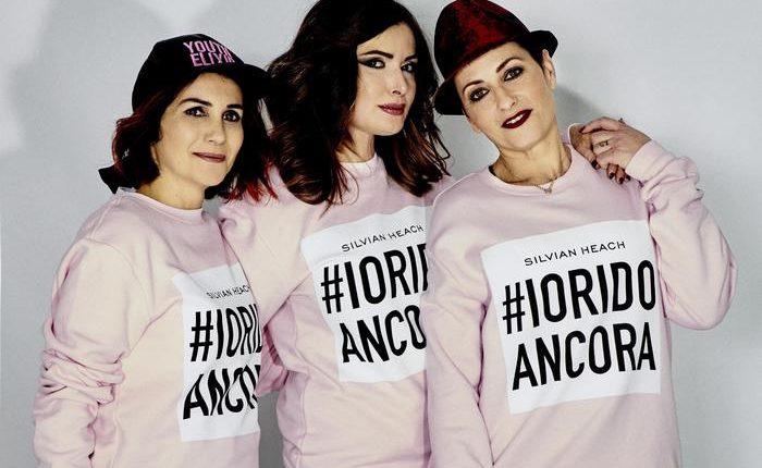 """L'ex le diede fuoco, oggi """"posa da modella"""" e indossa felpe #ioridoancora, l'associazione contro violenza donne"""