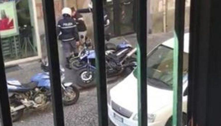 Il pestaggio del fattorino – La Procura apre in fascicolo contro i poliziotti violenti ripresi nel video