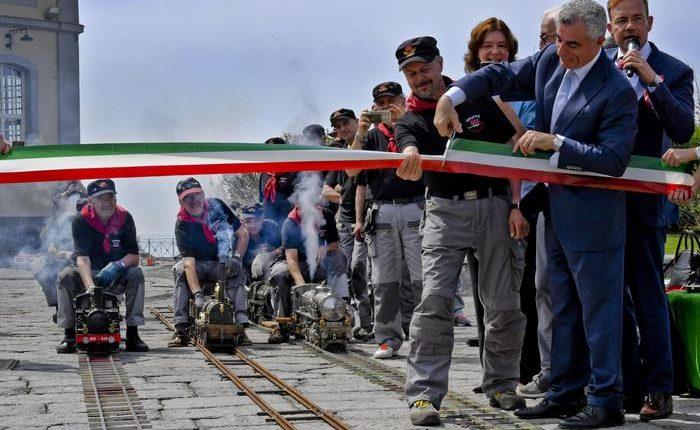 STORIE DI FERROVIE E DI VIAGGIATORI – A Pietrarsa le ferrovie in miniatura che raccontano l'Italia
