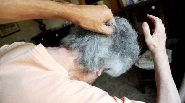 Perde la testae picchia la madre rompendole il femore: arrestato dalla Polizia a Portici