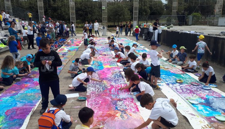 Giorno Del Gioco 2018, aperta la XIII edizione:Centinaia di bambini realizzano un'enorme pittura collettiva a San Giorgio a Cremano