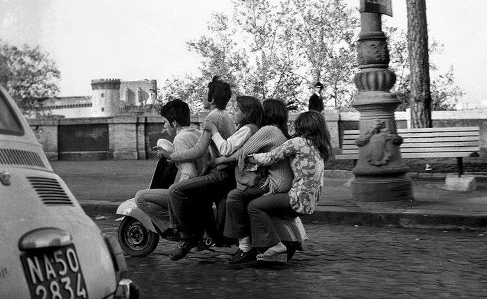 Fotografia: trasporti a Napoli 50 anni fa.Al Kestè le immagini dell'archivio Carbone