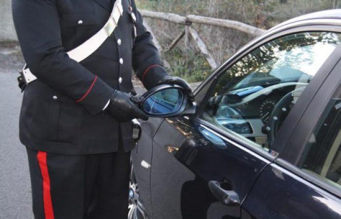 Somma Vesuviana, tentano la truffa dello specchietto: un passante li fa arrestare