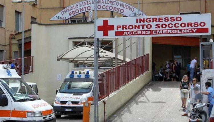 Napoli, lite per un bisogno in strada: giovane di San Giorgio a Cremano accoltellato alla schiena e al gluteo