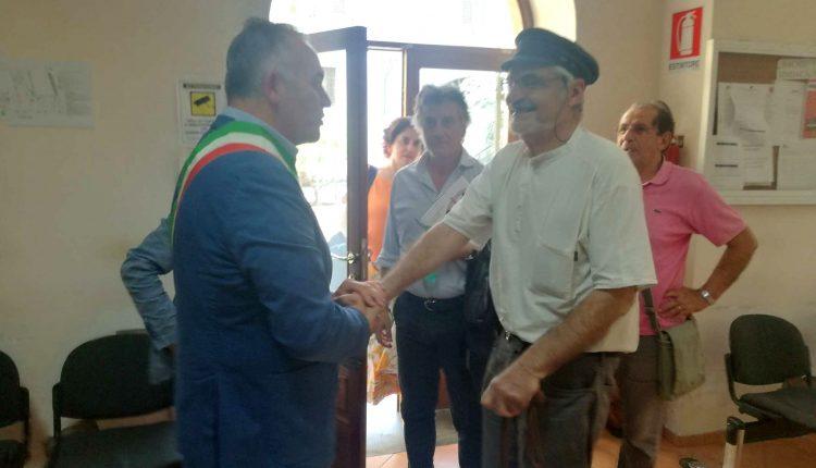 A Somma Vesuviana, il sindaco Di Sarno e l'amministrazione ricevono in Comune il celebre economista francese Serge Latouche