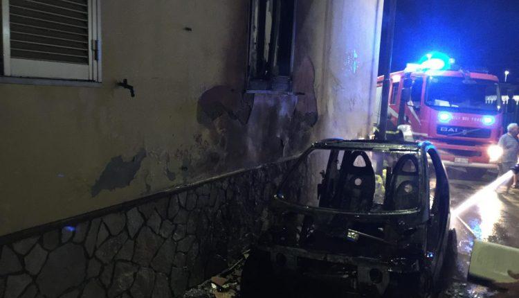 Massa di Somma in balia delle onde: un'altra rapina alla farmacia e una macchina distrutta dalle fiamme questa notte