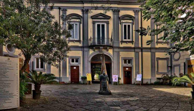 """""""Il tesoro svelato"""",Paramenti sacri e oggetti liturgici in mostra nella Cappella di Villa Bruno per un evento unico. Fino al 24 giugno"""