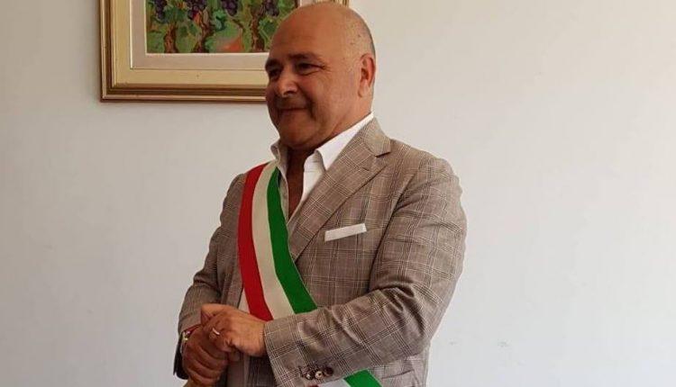 Le precisazioni del sindaco di Pollena Trocchia Carlo Esposito dopo le foto del compattatore con carta e altri rifiuti