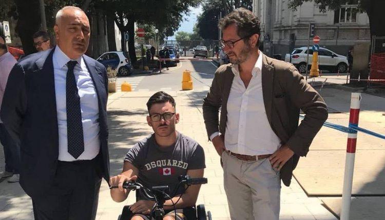 Cardarelli off limits per i disabili. Borrelli accompagna un ragazzo diversamente abile per verificare le difficoltà ad accedere e muoversi nell'ospedale napoletano.