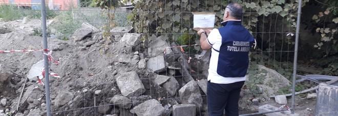 Cinquanta metri cubi di rifiuti in strada,33enne denunciata a Barra